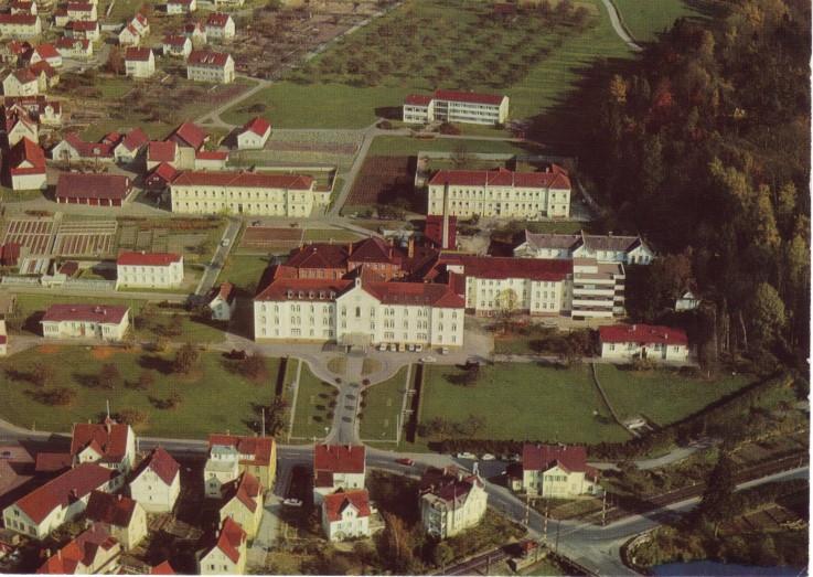 Das Fürst-Carl-Landeskrankenhaus Sigmaringen mit seinen zahlreichen Gebäuden 1979 (Vorlage: Kreisarchiv Sigmaringen)
