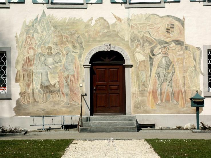 Abb. 9 Wandgemälde zum Bauernkrieg von 1525 auf der Vorderfront des barocken Herdwanger Rathauses, angefertigt 1965 vom Mannheimer Kunstmaler Carolus Focke (Vorlage: Kreisarchiv Sigmaringen)