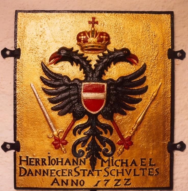 Abb. 3 Ofenplatte des Sigmaringer Stadtschultheißen Johann Michael Dannecker von 1722 mit dem österreichischen Wappen (Vorlage: Kreisarchiv Sigmaringen)