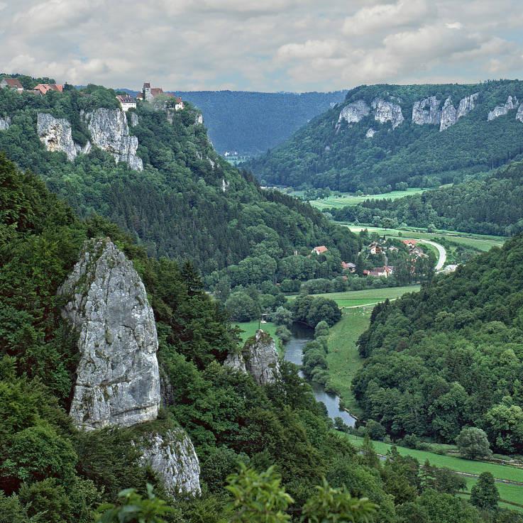 """Der """"Schwäbische Grand Canyon"""" – Blick in das Obere Donautal vom Eichfelsen (Foto: Reiner Löbe)"""